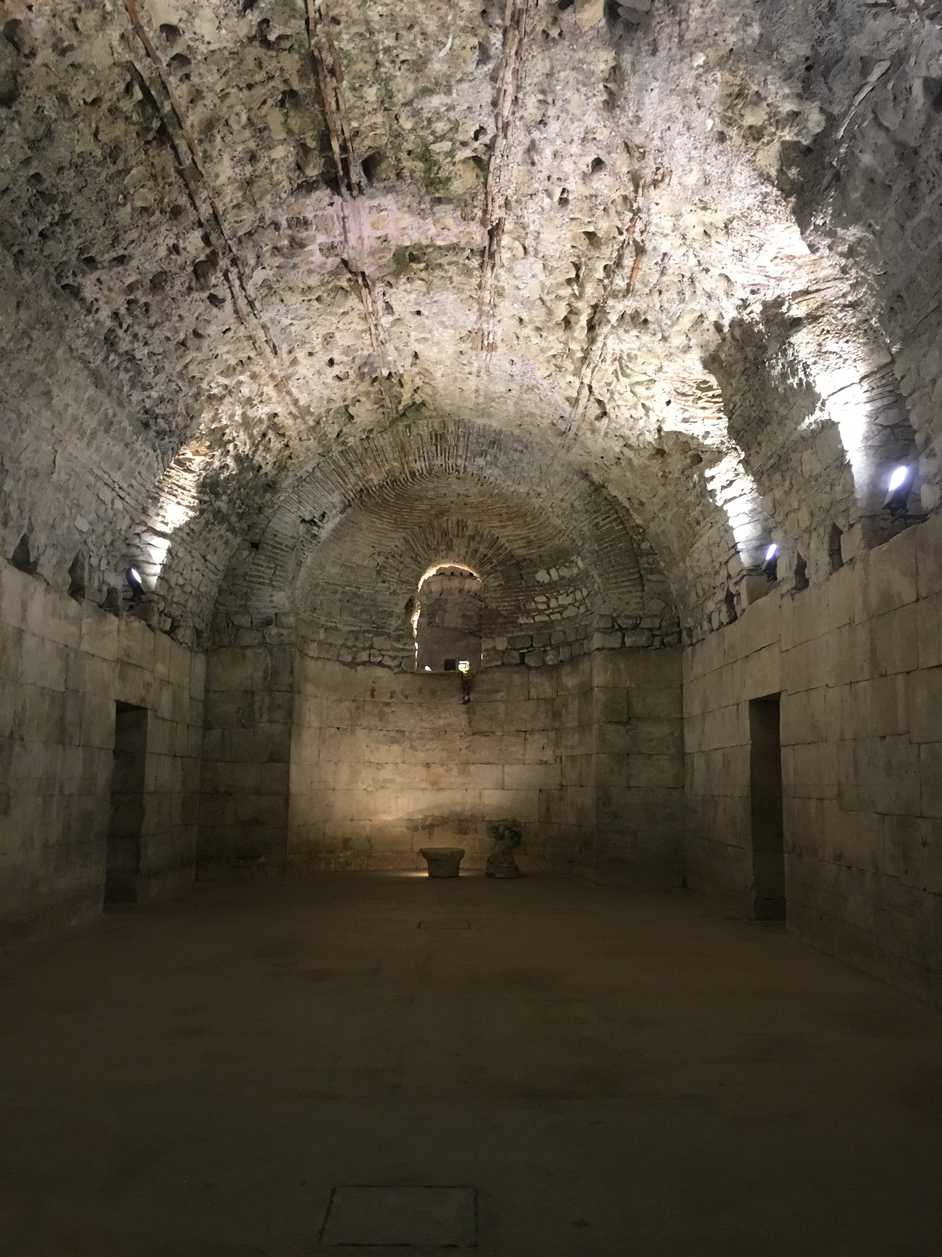 Split-croatia-basement-dragons-game-of-thrones